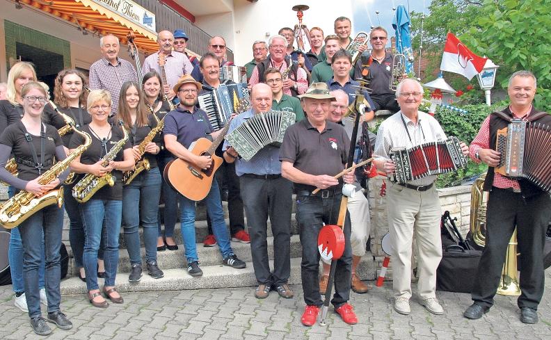 Das Musikantentreffen wird in diesem Jahr bereits zum neunten Mal ausgerichtet. Im Bild die Mitwirkenden im Jahr 2018. Foto: Dieter Jenß