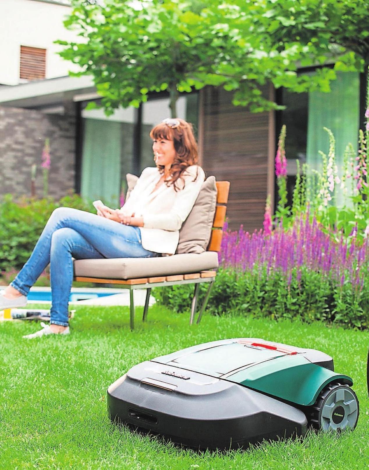 Rasenroboter sind der beste Weg hin zu einem entspannten Rasenmähen. Sie lassen die Rasenmahd zum Kinderspiel werden.