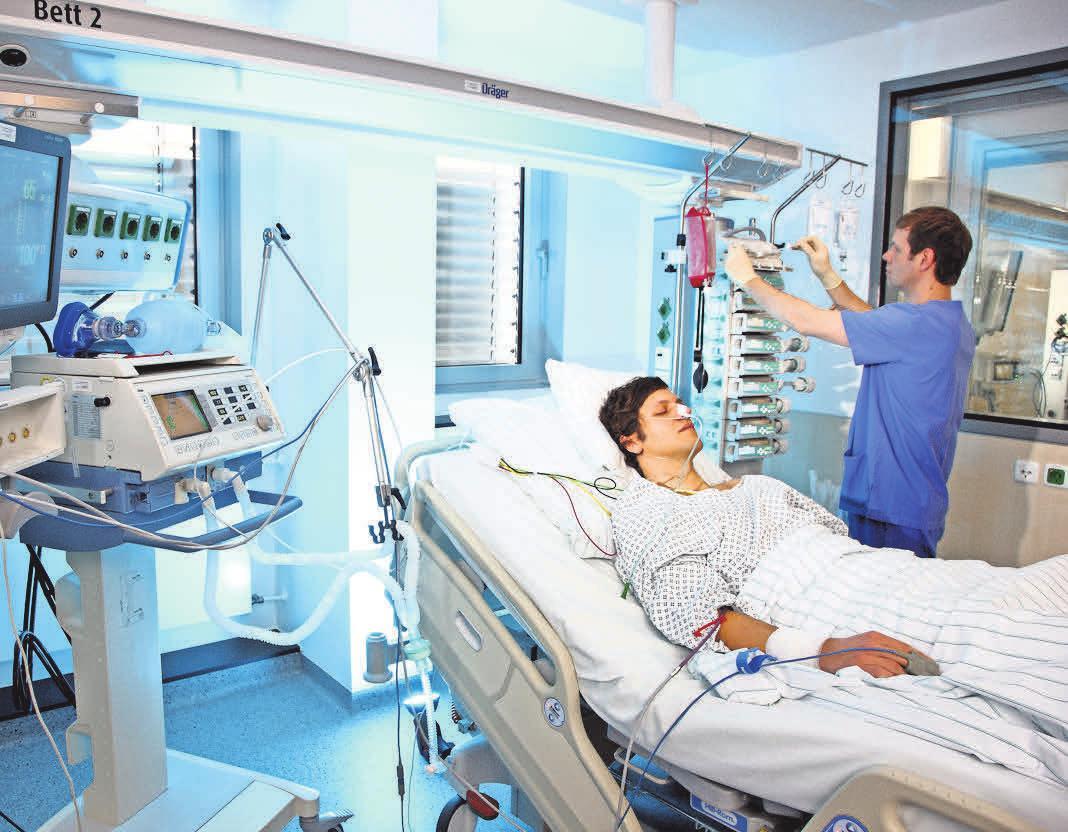 Die MHH bietet beispielsweise Weiterbildungsangebote von der Fachkraft für Intensiv- und Anästhesiepflege bis zur Fachkraft für die onkologische Pflege. Fotos (2): AOK Bilderdienst