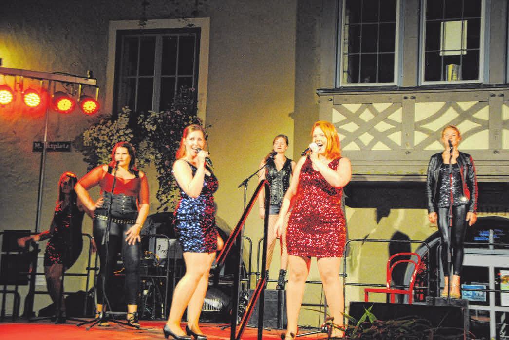 Open-Air-Livemusik und viele andere tolle Programmpunkte prägen das Leutkircher Altstadt Sommerfestival FOTO:SZ-ARCHIV