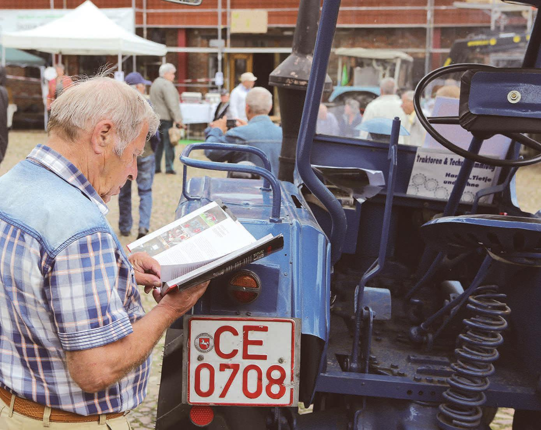 Informieren, fachsimpeln oder sich einfach an alten landwirtschaftlichen Zugmaschinen erfreuen – das Treckertreffen in Sülfeld hat vieles zu bieten. Archiv