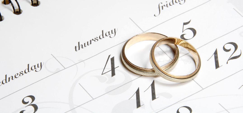 Ein Kalender samt Checkliste kann bei der Planung helfen. Foto: www.weddix.de/thinkstock