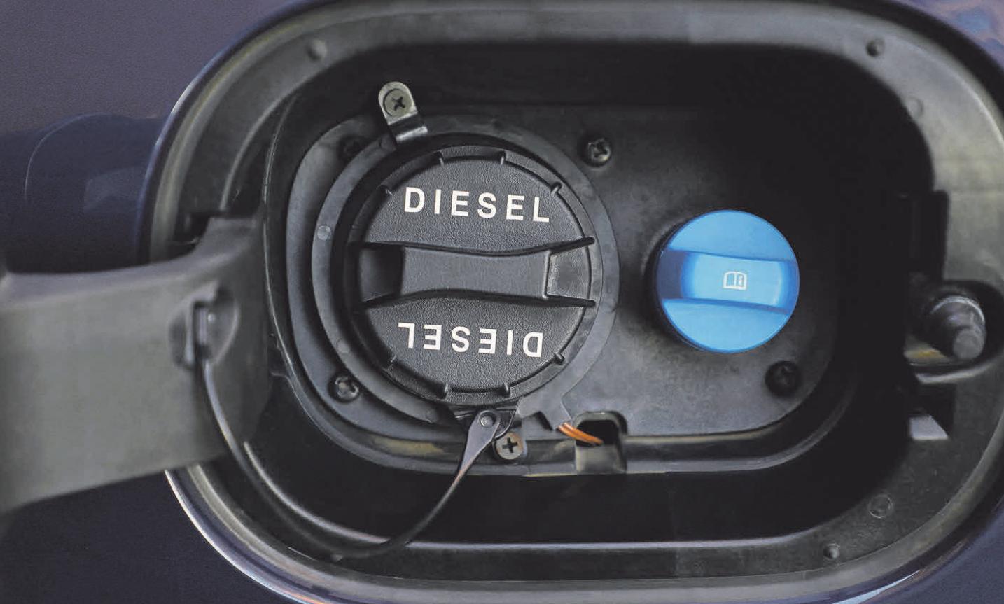 Einfüllstutzen links für Diesel und rechts für Adblue
