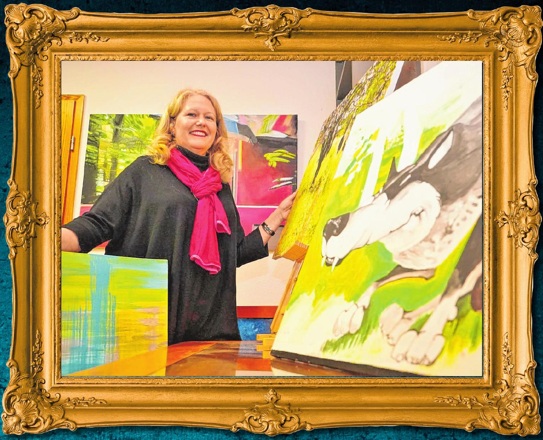 Christina Labonté-Steinmann in ihrem Ausstellungsraum in Gronau: Dort wird eine Auswahl der rund 1000 Werke der Online-Galerie gezeigt.