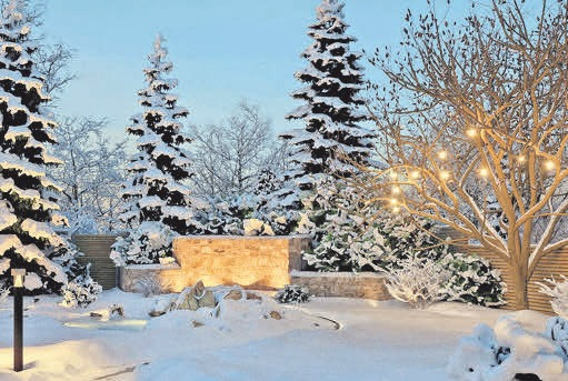 Gerade im Winter setzt eine Beleuchtung den Garten in Szene. FOTO: DJD / PAULMANN-LICHT