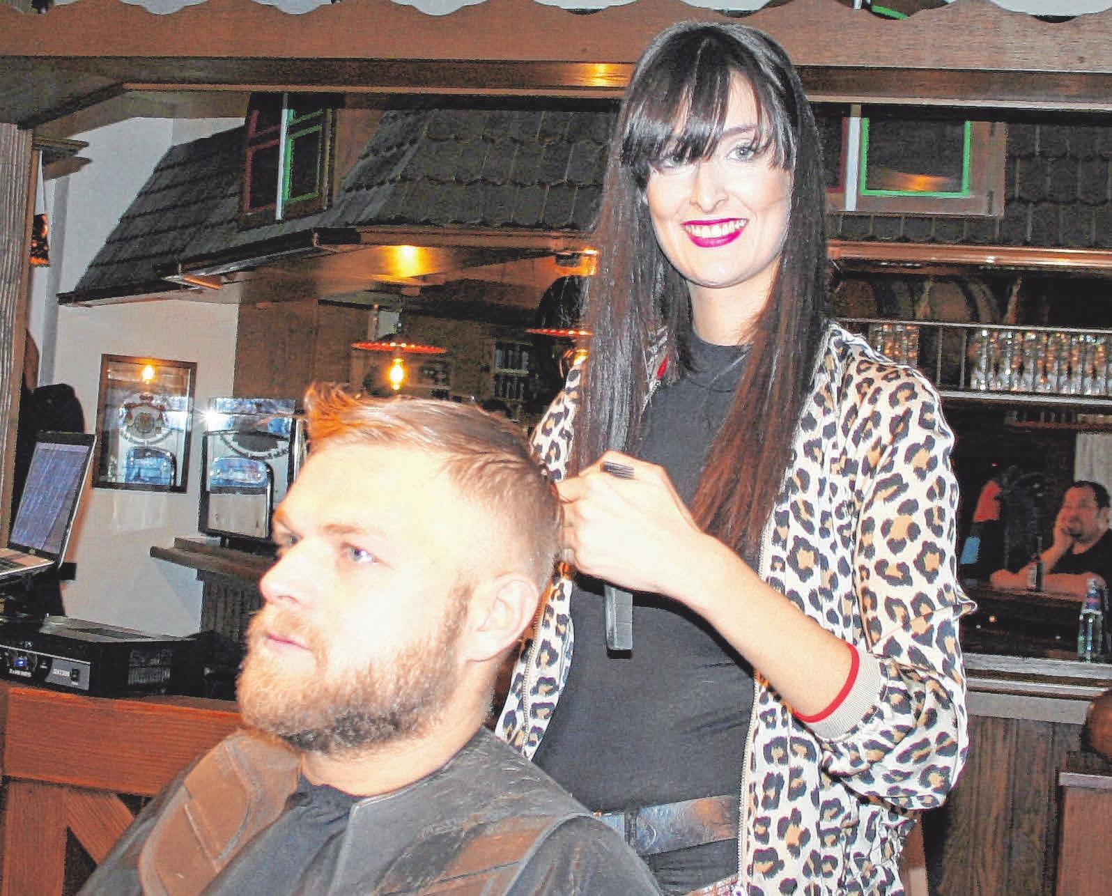 Fachgebiete der Inhaberin Patrizia Maczek sind Herrenhaarschnitte und Old School Barbering. FOTOS: FIL