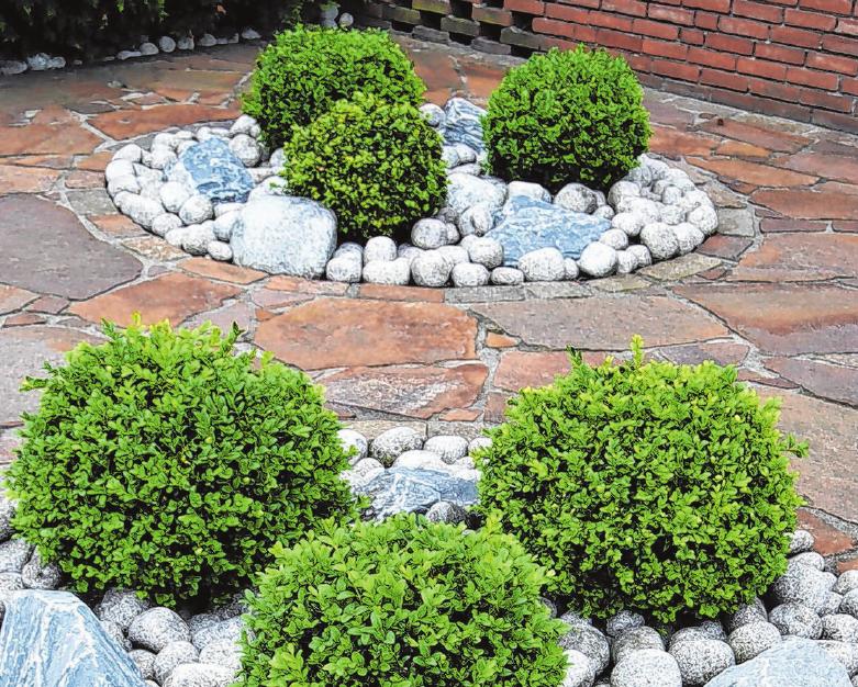 Wege Mauern, Flächen: Mit Naturstein lässt sich der Garten individuell gestalten. Archivfoto