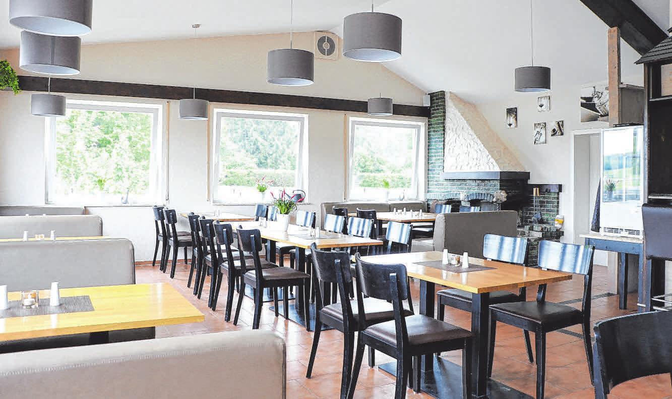 """Im Innern des """"Hangar Restaurants"""" finden 50 Gäste Platz, draußen 80 weitere."""