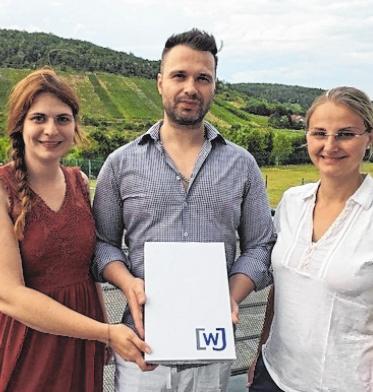 Vorstandsmitglieder Bernadette Köth und Barbara Gutmann mit Neumitglied Sebastian Bünner (Mitte).