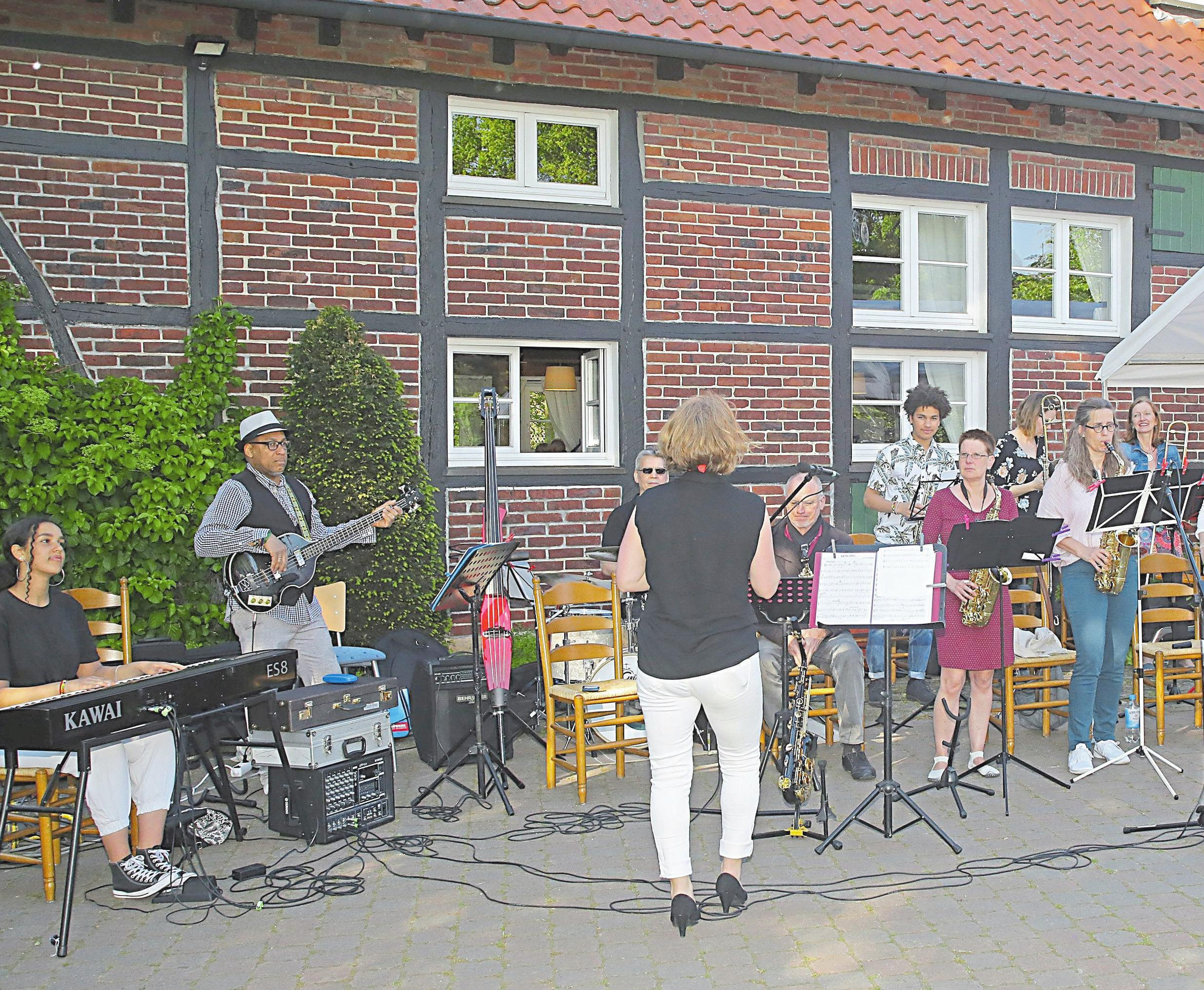 Rhythmische Unterhaltung: Los Contentos lassen am Samstag beim Maibaumfest in Mecklenbeck erneut ihre Instrumente erklingen. Wer zu ihrer Musik tanzen mag – gerne.