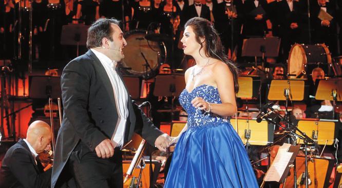 Karo Khachatryan und Franziska Ringe im Duett. FOTO: DAVIDS/SVEN DARMER
