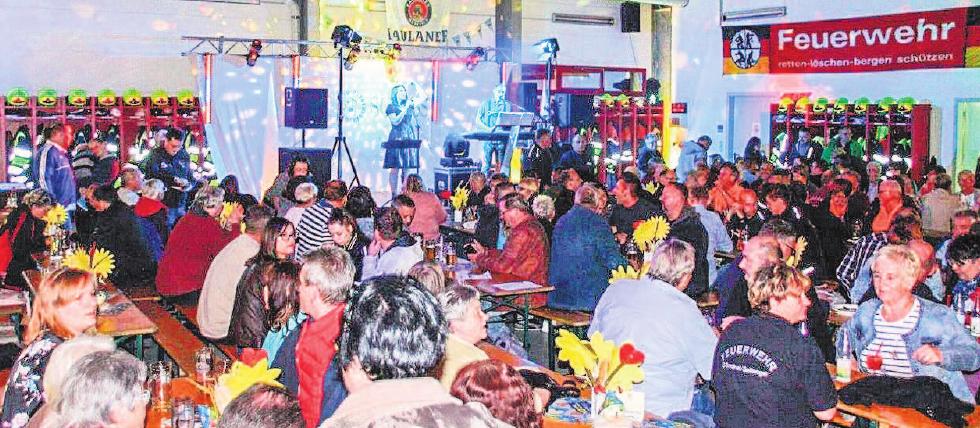 Gemeinsam mit Freunden feierten die Selbitzer Feuerwehrkameraden das Oktoberfest auch in diesem Jahr.