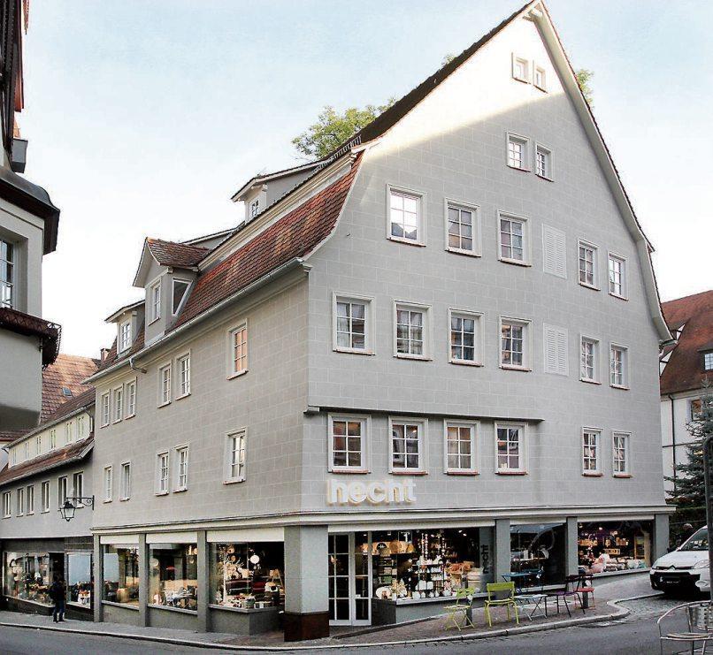 Klare Linien, zurückhaltend in der Farbgebung –so präsentiert sich die neue Fassade des stolzen Altstadthauses in der Tübinger Collegiumsgasse.