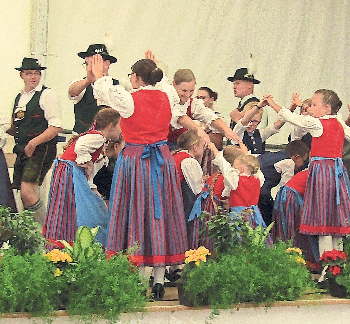 Am Sonntag ab 15 Uhr präsentieren die Mitglieder des Heimat- und Volkstrachtenvereins Auerbach ihre einstudierten Tänze.