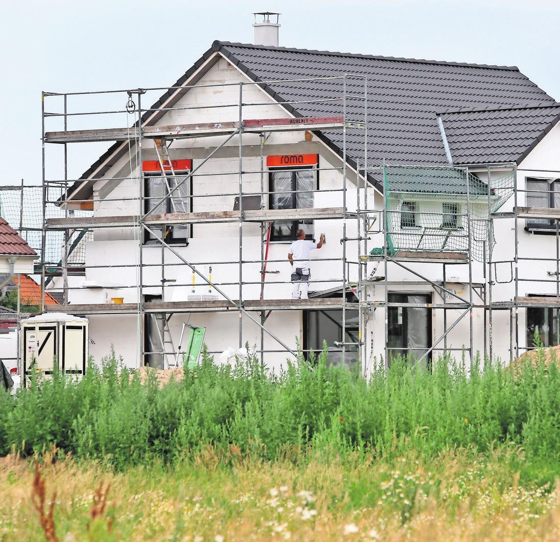 Hausbau: Die eigenen vier Wände gelten als gute Anlagemöglichkeit. FOTO: DPA