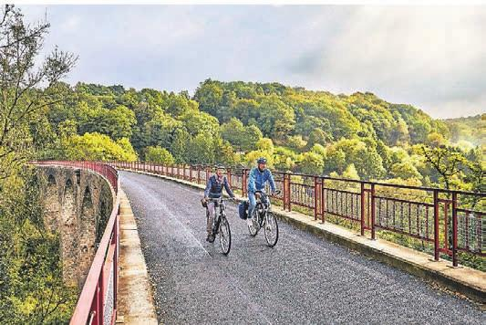 Radfahren auf dem Panorama Radweg Niederbergbahn. Foto: BSW - Patrick Gawandtka