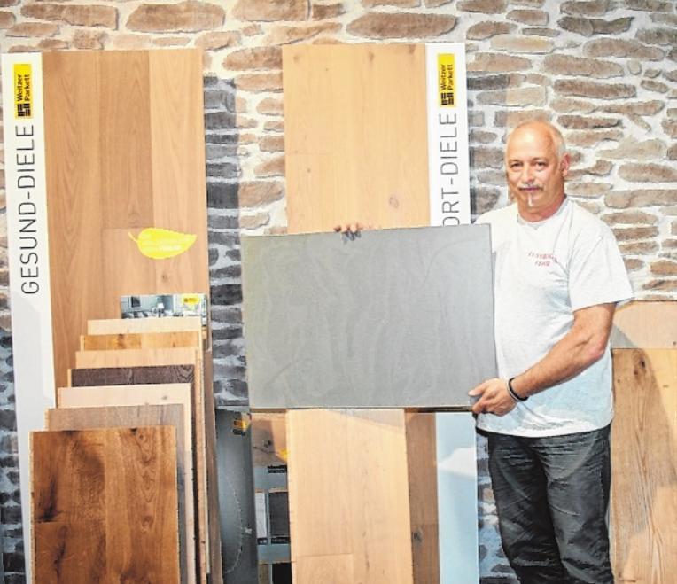 """Bei Thomas Fehr findet der Kunde auf 400 Quadratmetern Ausstellungsfläche die """"neuesten Trends in Sachen Boden"""". FOTO: GABI SEL"""