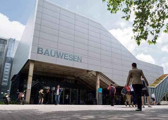 An der Beuth Hochschule für Technik Berlin absolvieren angehende Facility Manager den technischen Teil des interdisziplinären Studiengangs. FOTOS: BEUTH HOCHSCHULE (2)