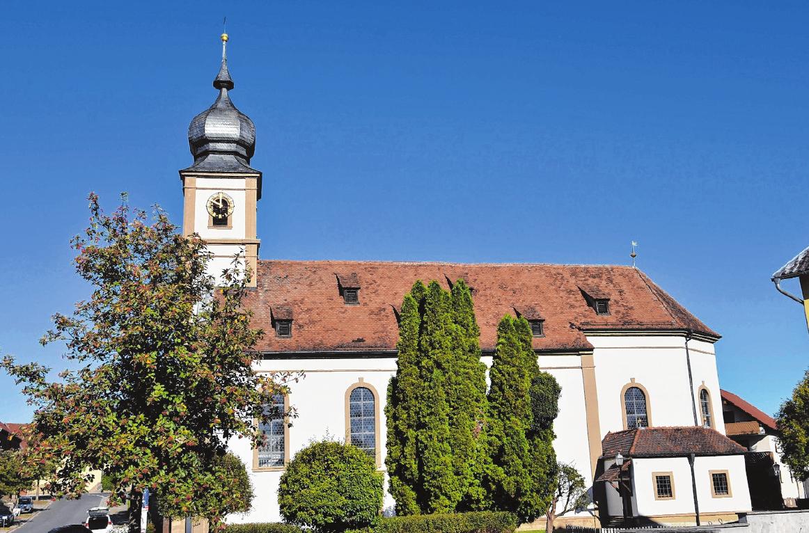 Im Zentrum von Dampfach steht die von 1801 bis 1802 im klassizistischen Stil erbaute St. Andreas-Kirche. FOTO: ULRIKE LANGER