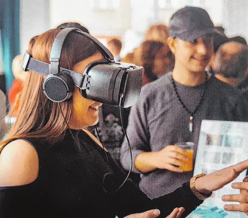 Mit Virtual-Reality-Brillen können Schüler in fremde Arbeitswelten abtauchen Foto: Studio2B