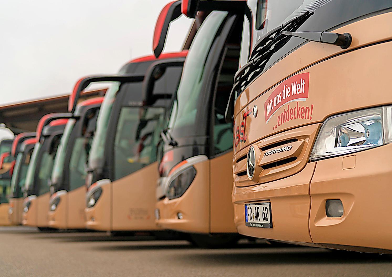 Dank einer modernen Busflotte können die Urlauber mit Rast-Reisen die ganze Welt entdecken. RAST-REISEN