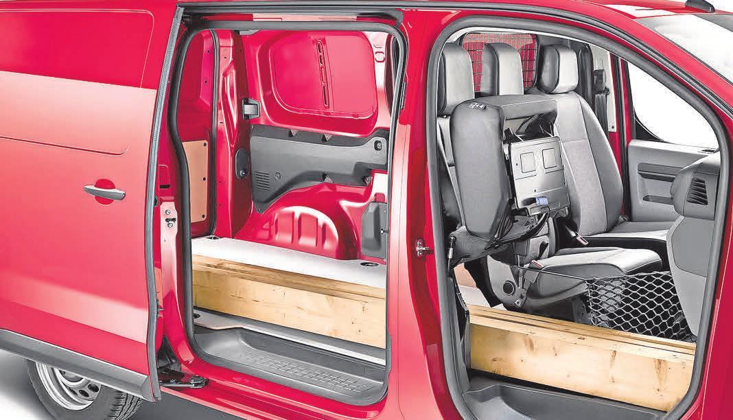Zur Freude von Handwerkern: Viel Stauraum auch für großes Material – der Opel Vivaro Panel Van. Foto: Opel Automobile GmbH