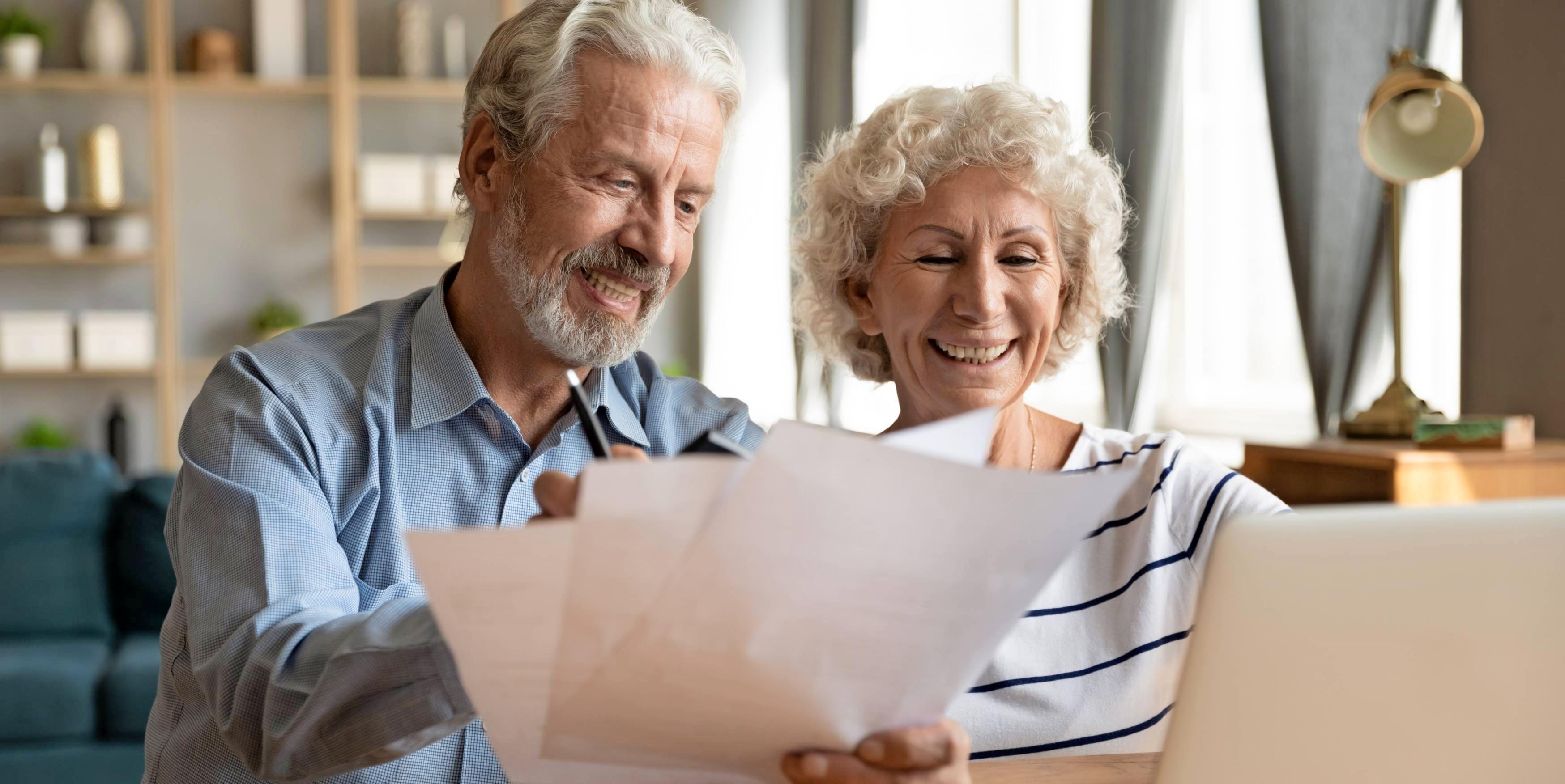 Ab einem bestimmten Alter werden manche Versicherungen wichtiger als andere. Foto: fizkes/stock.adobe.com
