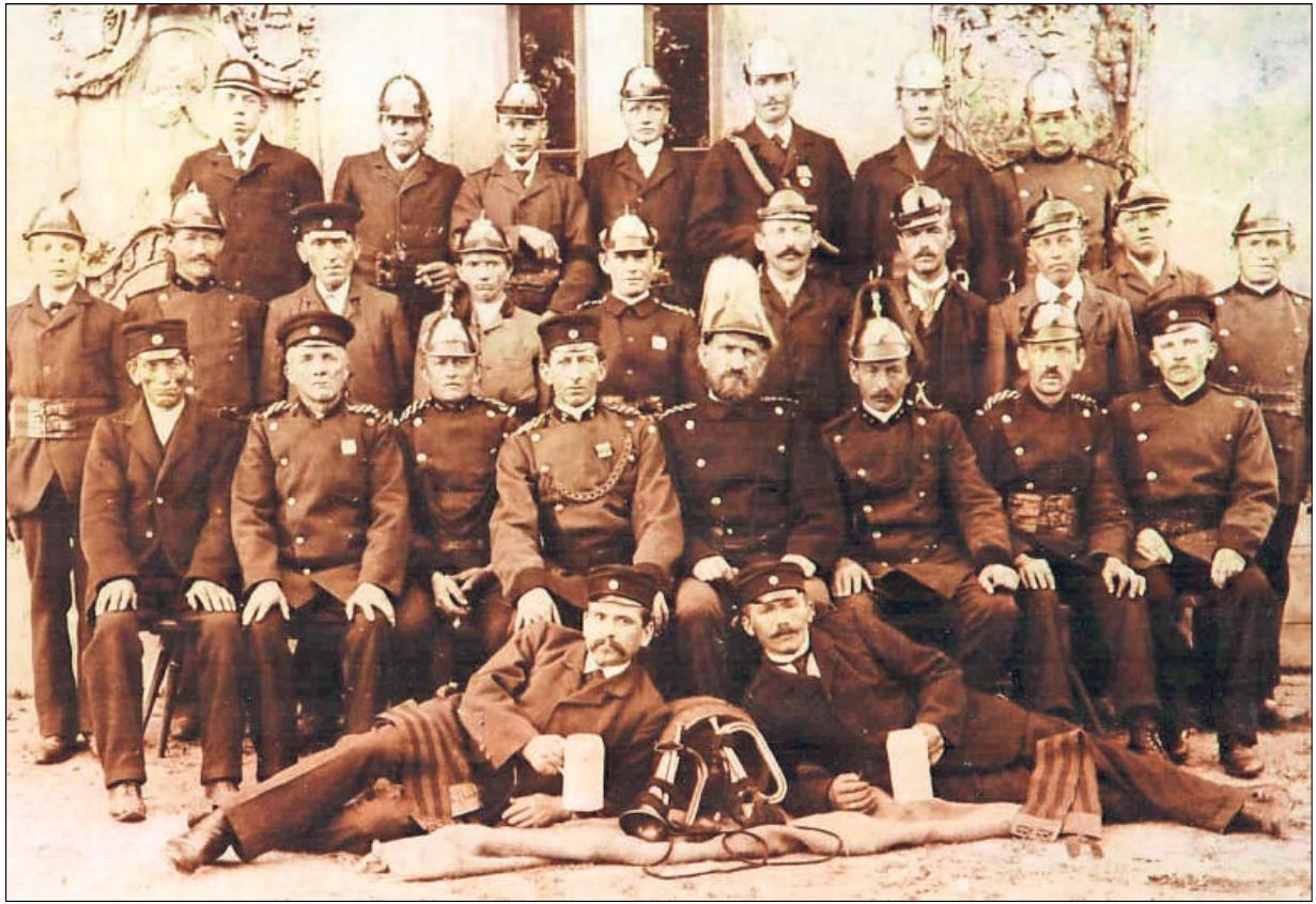 Das älteste Bild der Lindenhardter Wehr. Fotos: Feuerwehr Lindenhardt