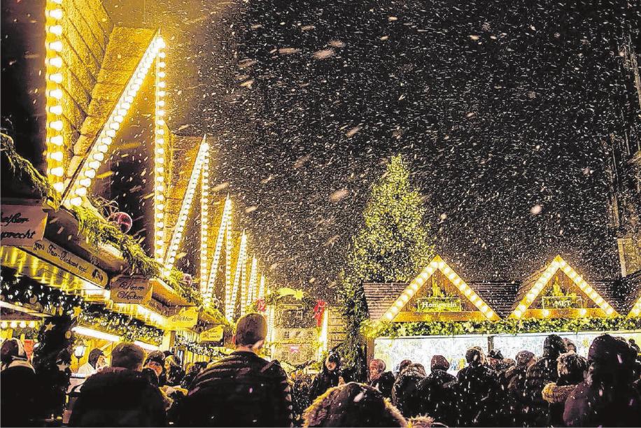 Was Gehört Auf Einen Weihnachtsmarkt.Ulmer Weihnachtsmarkt Auf Dem Ulmer Münsterplatz Mit Glühwein
