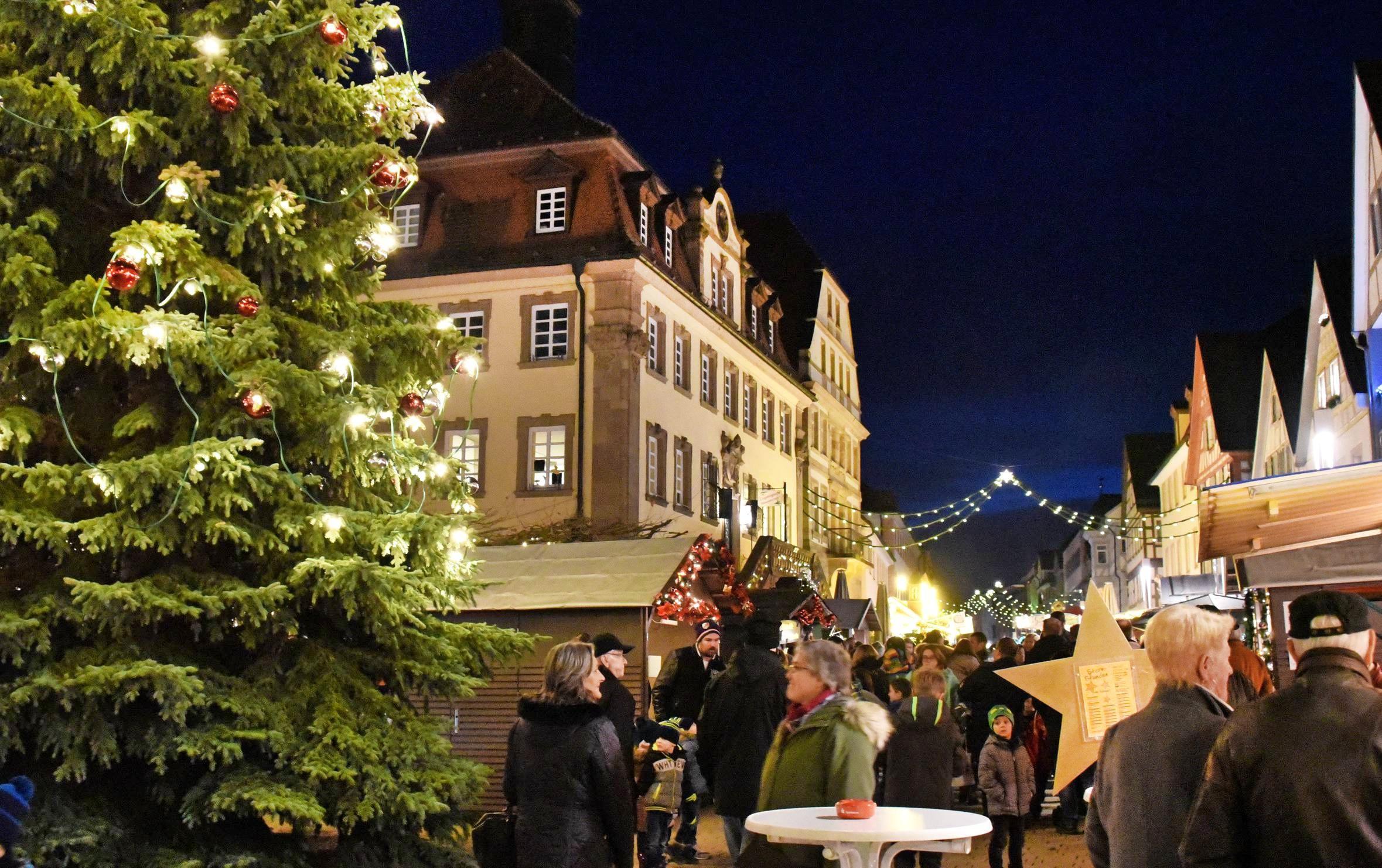 In Neckarsulm können die Besucher am ersten Adventswochenende wieder Adventszauber in der Innenstadt erleben. Neben einem vorweihnachtlichen Programm gibt es auch viele Geschenkideen. Foto: Karl-Heinz Leitz