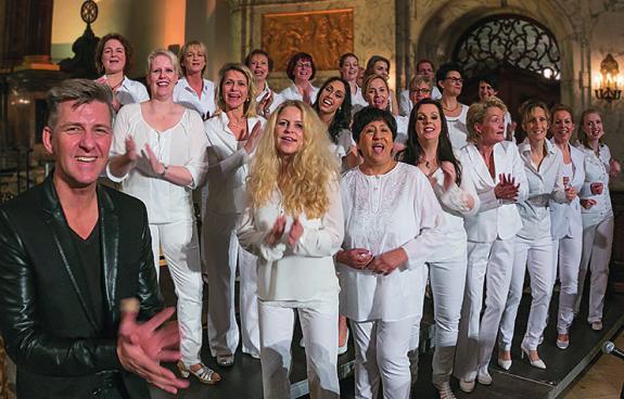 Für swingende Gospel-Musik sorgt Volker Dymel und der Joyful Gospel Chor