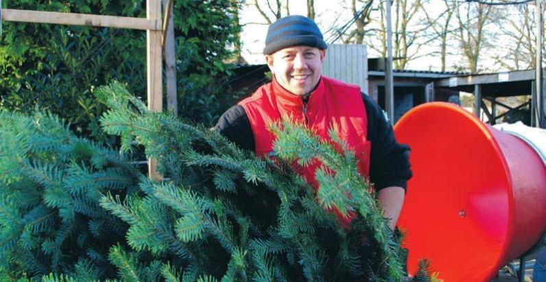 Mike Bolhuis verkauft ab 30. November auf seinem Hof Tannenbäume Foto: Jor