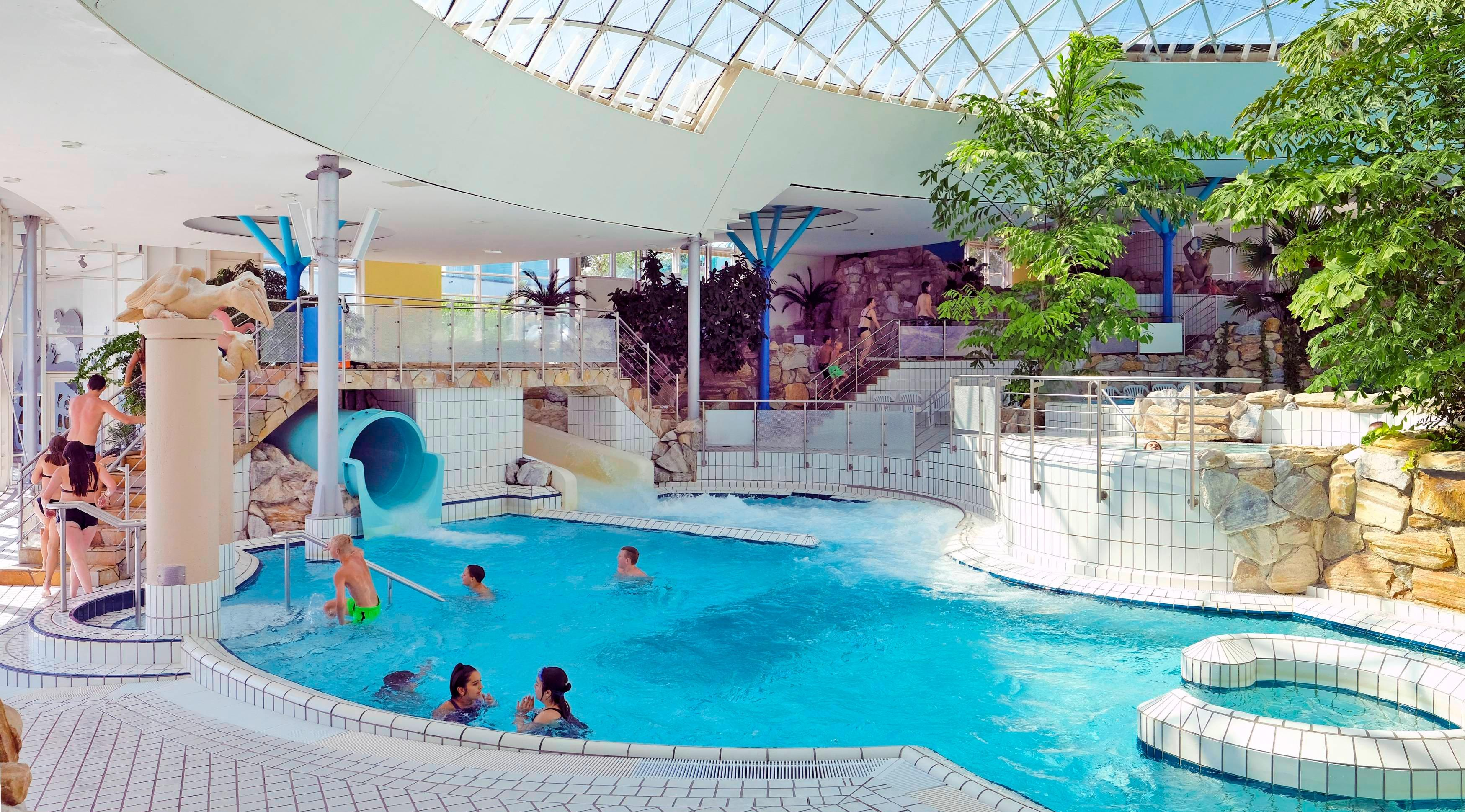Die Sanierung des Erlebnisbades Aquatoll steht auf der Liste der weiteren großen Investitionsvorhaben, die die Finanzen der Stadt Neckarsulm mittelfristig belasten. Foto: Archiv/Mugler