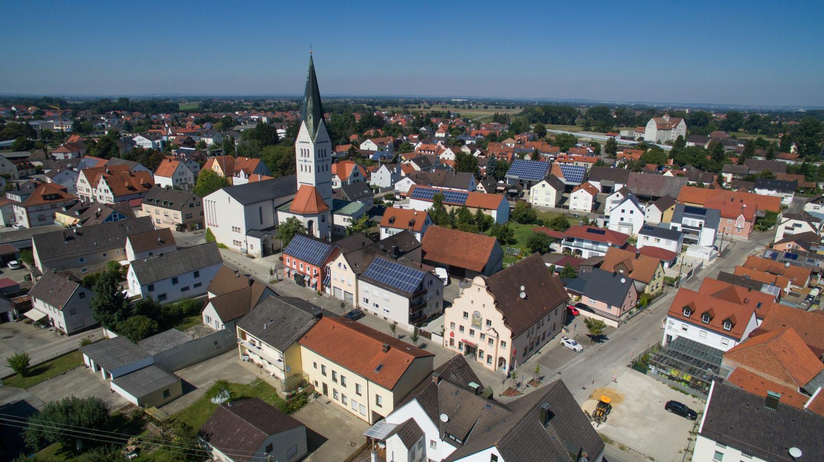 Vor mehr als 560 Jahren wurde Reichertshofen das Marktrecht verliehen und wurde so zum Zentrum der kleineren umliegenden Orte. Das ist auch heute noch so.