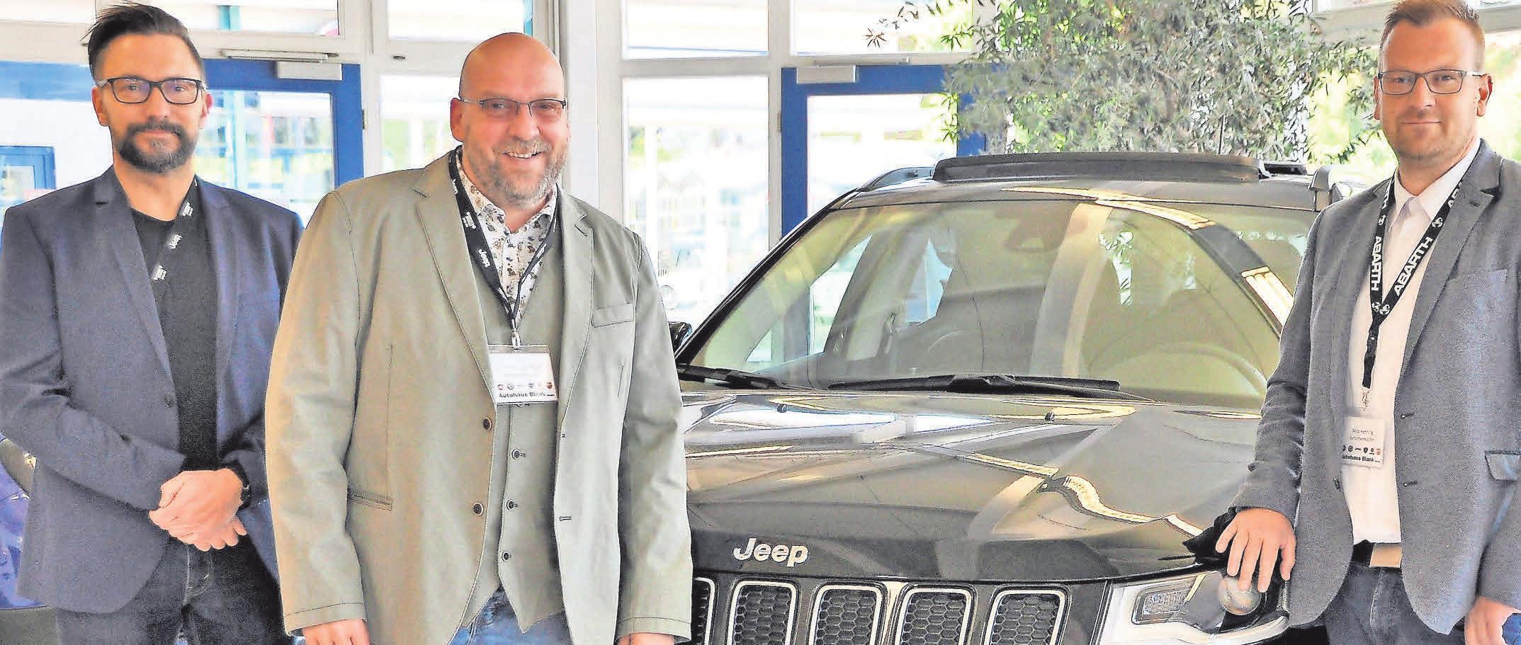 Das Verkaufsteam des Autohauses Blank freut sich über viele Kundenbesuche.