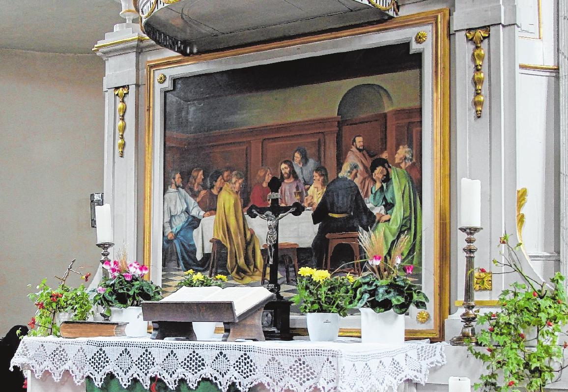 """Das Altarbild in der Sankt Laurentiuskirche ist eine von Maler Hermann Rahnfeld aus Karlsbad angefertigte Kopie. Das Originalgemälde """"Das letzte Abendmahl"""" stammt von Eduard von Gebhardt und befindet sich in der Berliner Nationalgalerie. FOTO: GUDRUN KLOPF"""
