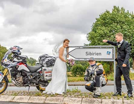 Sibirien bei Elmshorn ist ein wunderbarer Ort zum Heiraten. Autor Dennis Ciminski mit dem Brautpaar.