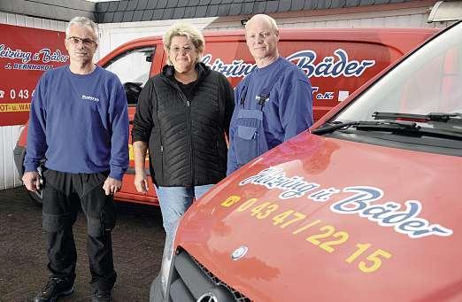 Gemeinsam mit Gunnar Ehlers (li.) und Torsten Freudenberg steht Anja Bernhardt ihren Kunden immer zur Seite. FOTO: KST