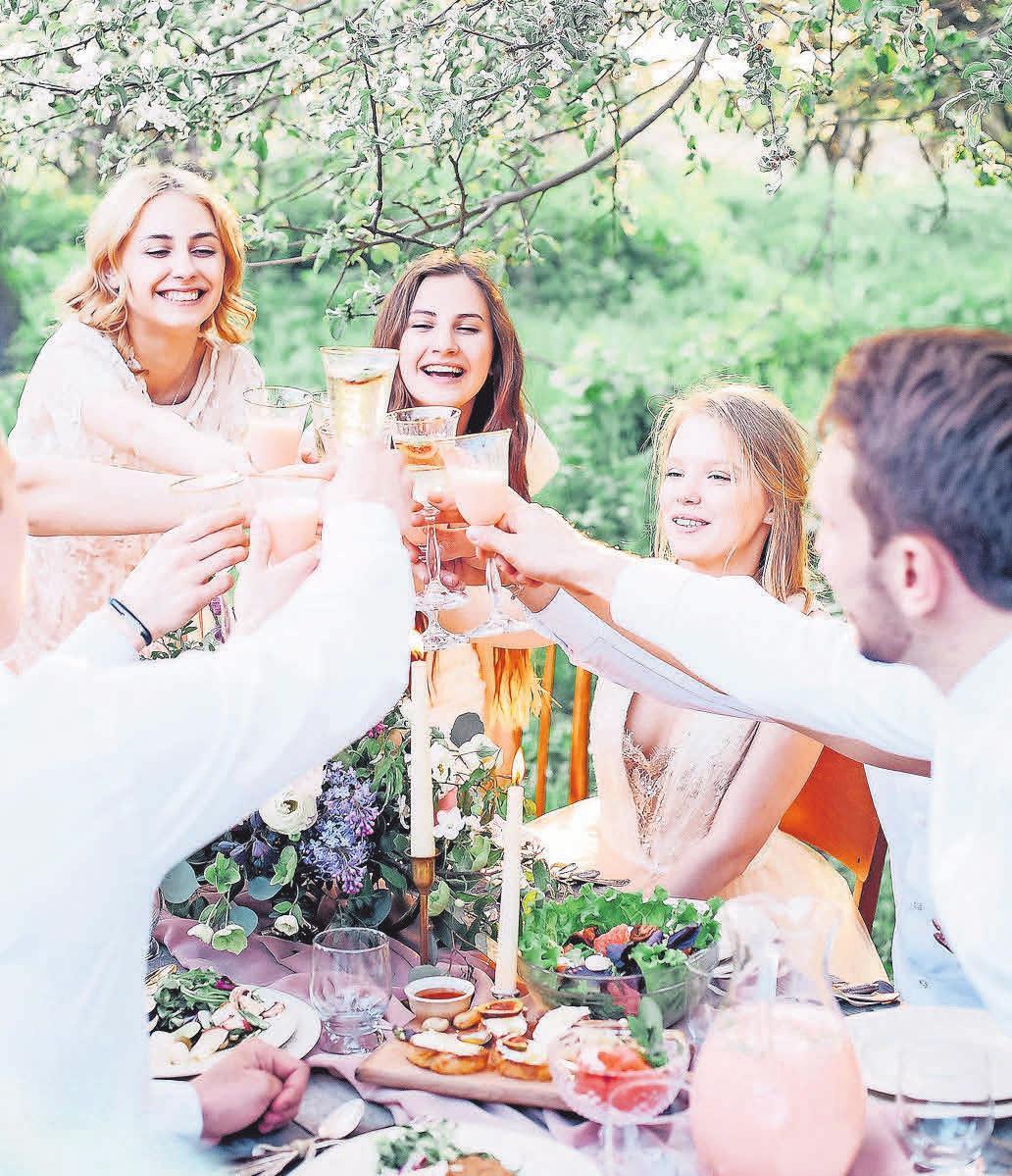 Wenn es warm ist, genießen viele ihre Zeit am liebsten mit Freunden und der Familie. Foto: Pixabay