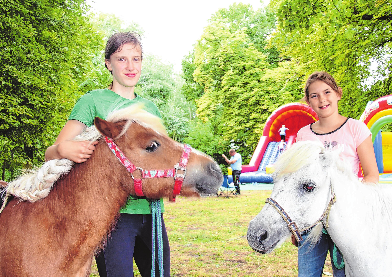 Die Vierbeiner vom Ponyhof sind auch in diesem Jahr mit dabei. Fotos (2): Dietmar Rietz