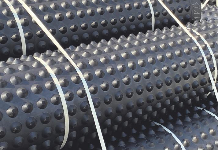 Im Untergrund verhindern Gummi-Noppen-Matten die Entstehung von Vibrationen