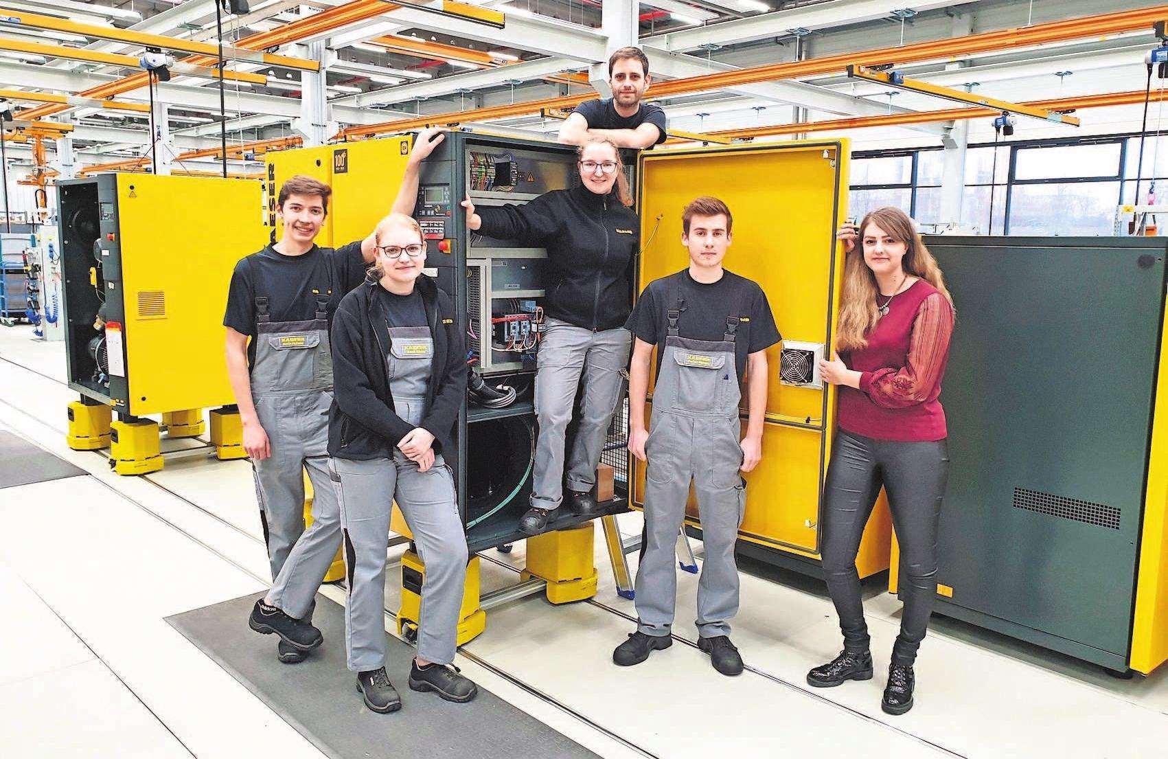 Kevin Holland, Sarah Mönch, David Trevino Alonso, Sabrina Schäftlein, Florian Storath und Sarah Bonawitz sind Auszubildende bei Kaeser Kompressoren und erzählen, warum sie sich dafür entschieden haben und wie es ihnen damit geht.
