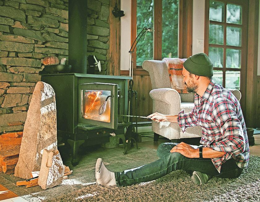 Wenn die Schornsteintechnik auf dem neuesten Stand ist, minimiert sie Feinstaubemissionen und der Verbrennungsvorgang gestaltet sich effizienter. FOTO: DJD/JORDAN – STOCK.ADOBE.COM