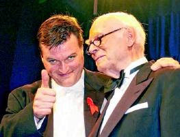 2002 Zwischen 1997 und 2004 war Christian Thielemann (l.) Generalmusikdirektor der Deutschen Oper und wirkte in dieser Zeit dreimal als musikalischer Leiter der Festlichen Operngala. Montserrat Caballé war im Jahr 2003 eine der gefeierten Solistinnen. PA/ DPA/JENS KALAENE