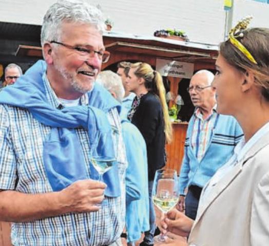 Wolfgang Narjes holt gerne Weinköniginnen und -prinzessinnen nach Kreuztal.