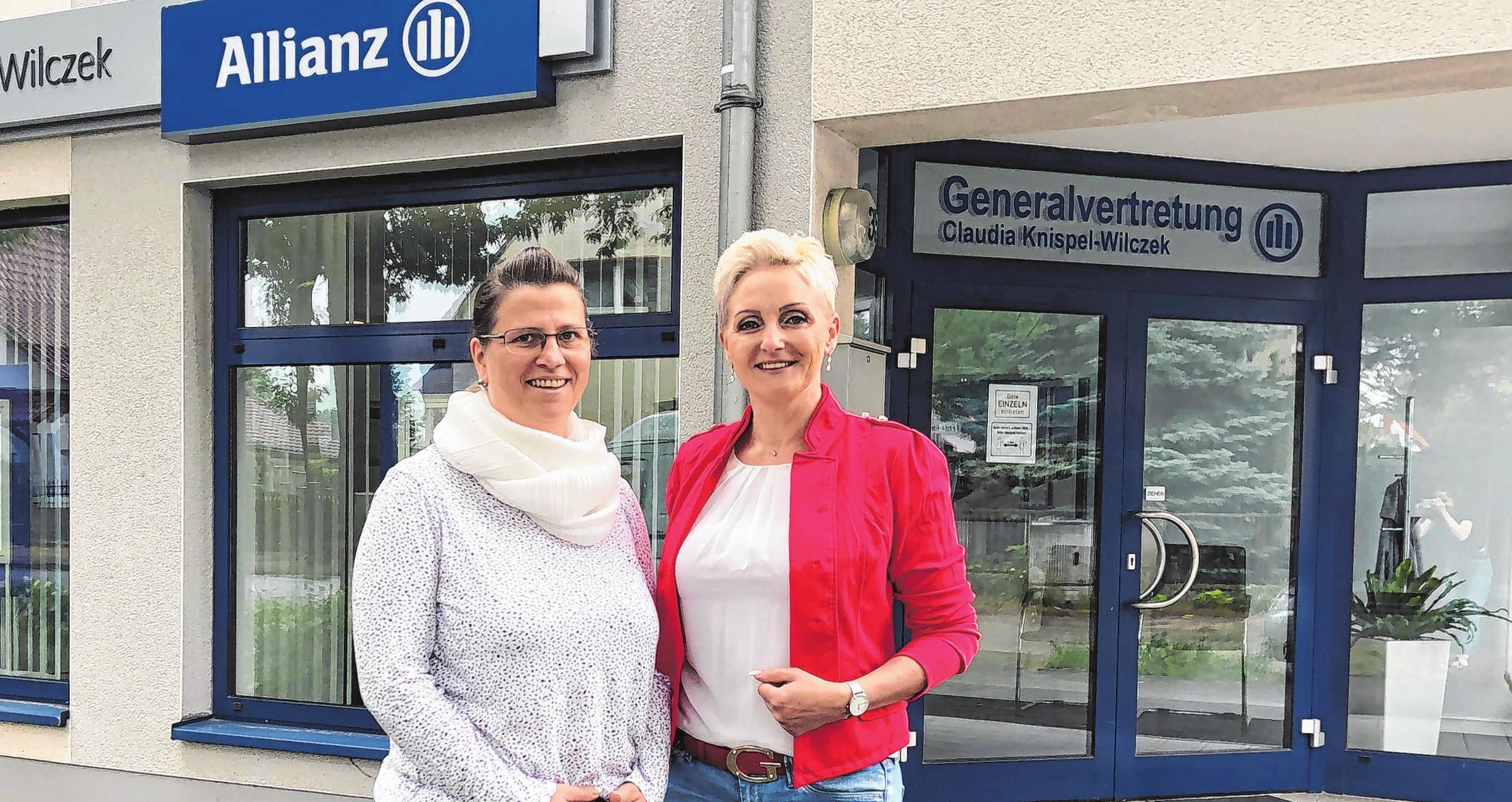 Rebecca Gomoll-Siembt arbeitet im Kundenservice bei Claudia Knispel-Wilczek (rechts).