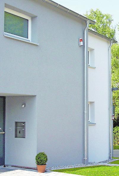 Wenn das Haus von zuverlässiger Sicherheitstechnik geschützt wird, können die Besitzer in vielen Fällen bei der Schadenversicherung sparen.
