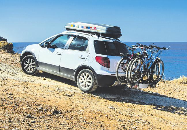 Außerhalb des Autoslassen sich bequem selbst sperrige Sachen transportieren. Bild: muh23/ stock.adobe.com