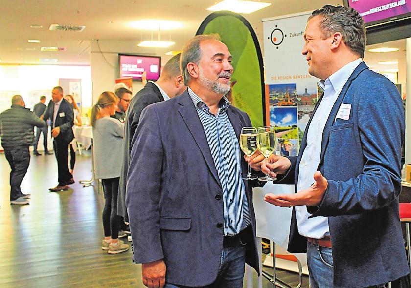 Freuen sich über den Austausch: ZRW-Geschäftsführer Hans-Günther Clev (links) und Hanns-Christian von Stockhausen. FOTO: LMO