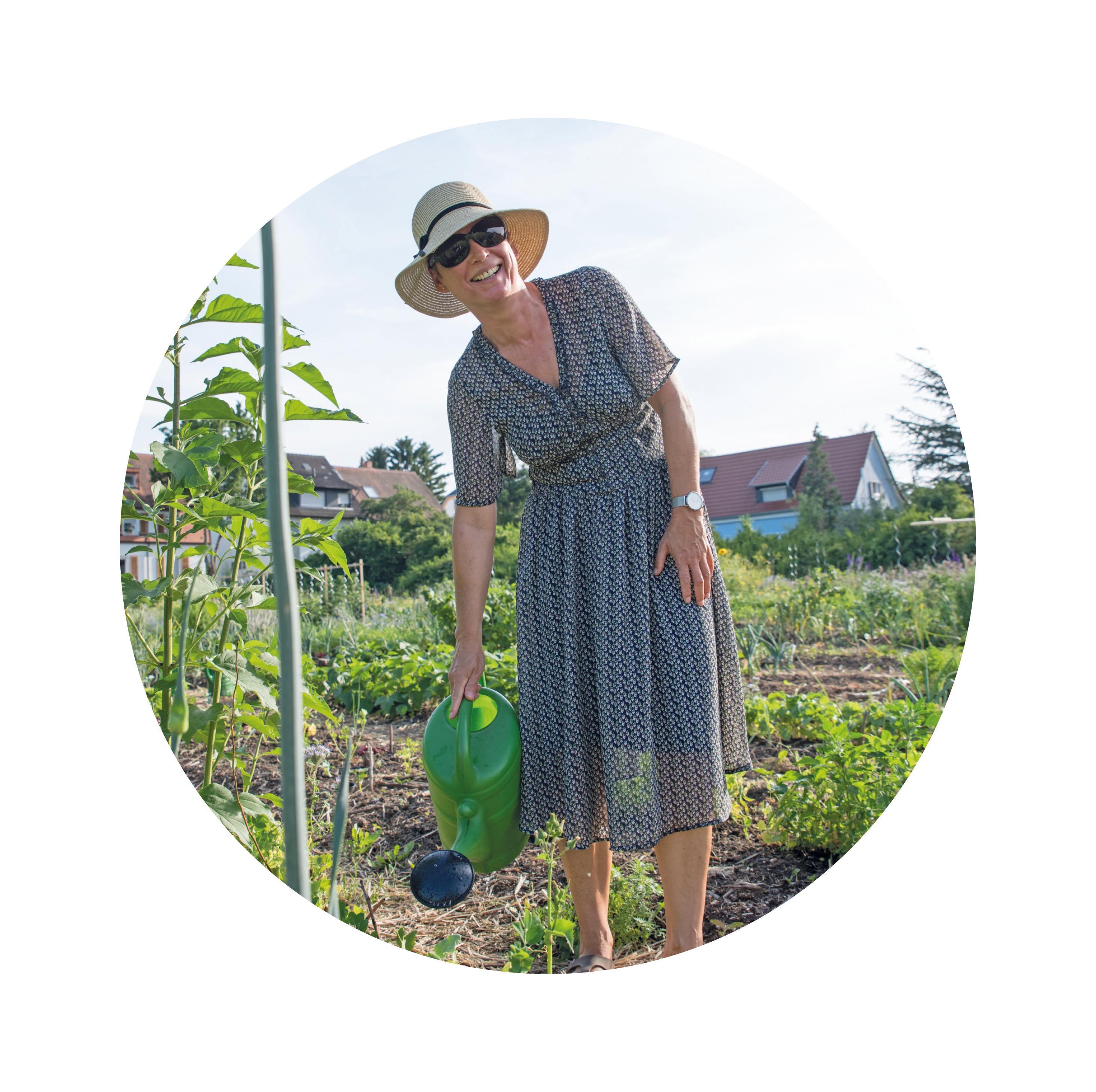 Jo Peitsmeier ist eine von mittlerweile 80 Personen, die allein auf dem Acker in Feudenheim ihr eigenes Gemüse ernten – und Freude daran haben